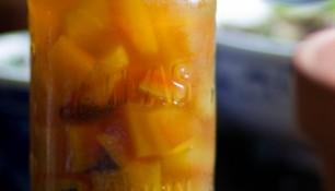Écorces de melon d'eau marinées