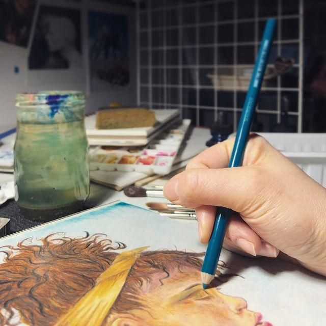 Dessin en cours au crayon de couleur